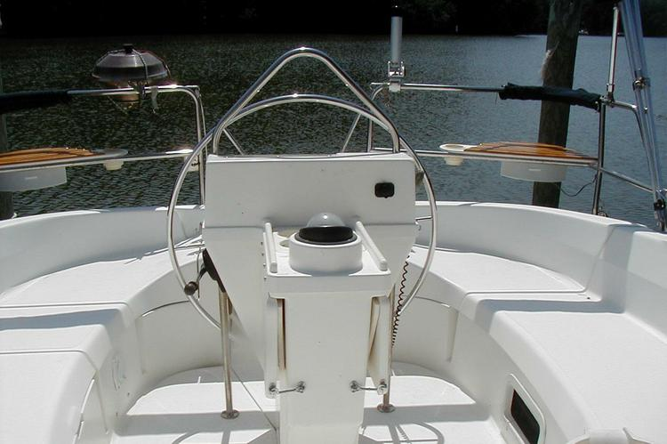 Discover Hartfield surroundings on this 336 Hunter boat