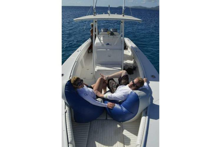 This 33.0' 33' Jupiter cand take up to 10 passengers around St Thomas