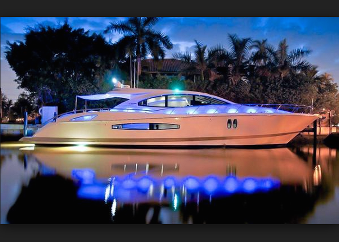 This 75.0' Lazzara cand take up to 12 passengers around Miami Beach