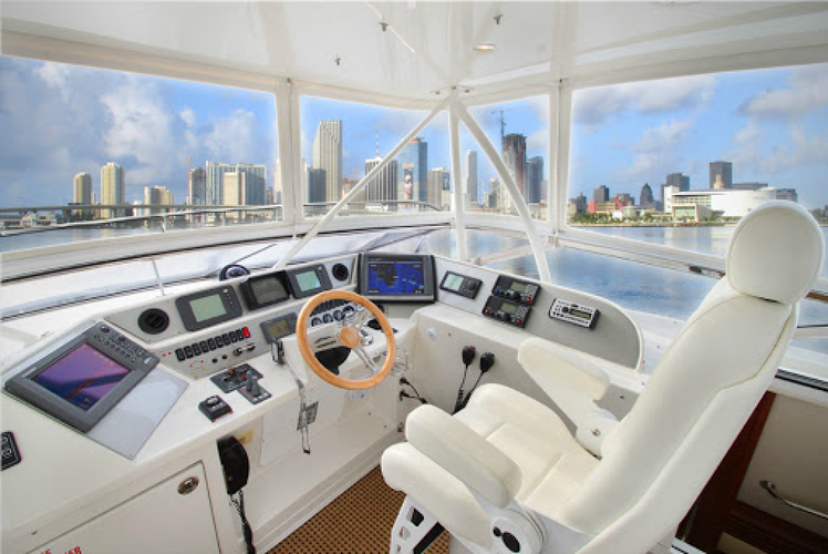 Discover Fort Lauderdale surroundings on this 690 Sport Yacht Marquis boat