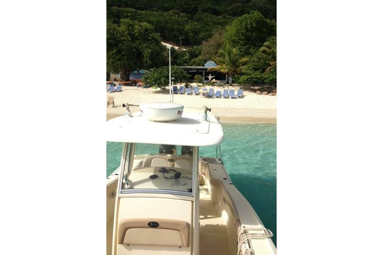This 28.0' Scout cand take up to 6 passengers around Cruz Bay