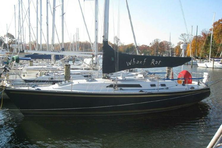 This 40.0' Canadian Sailcraft cand take up to 6 passengers around Pasadena