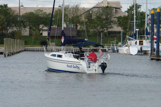 This 25.0' Catalina cand take up to 6 passengers around Kemah