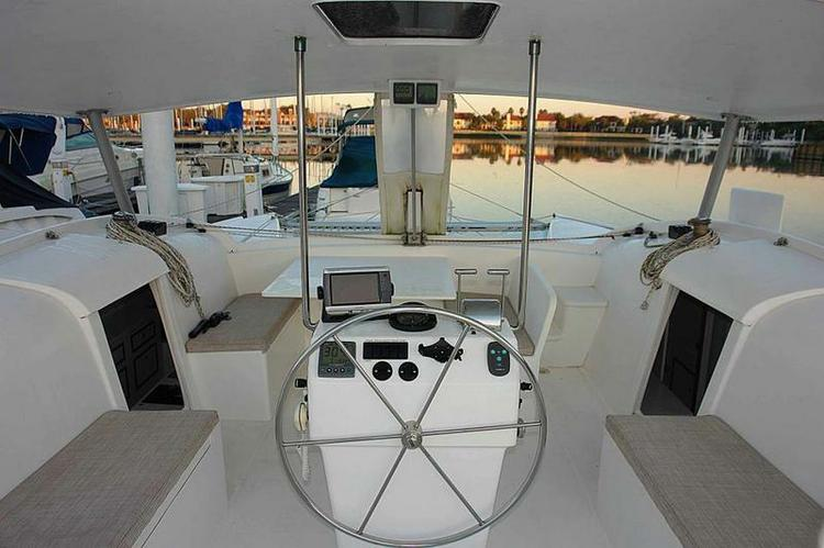 Discover Kemah surroundings on this Catamaran Catamaran boat
