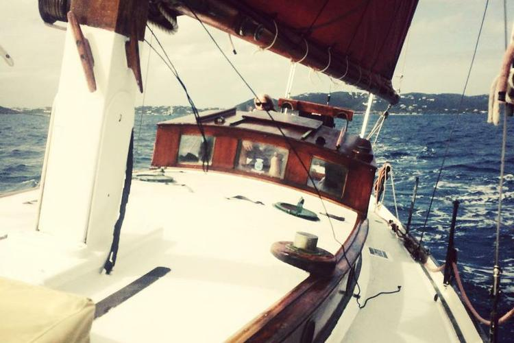 Up to 6 persons can enjoy a ride on this Classic boat