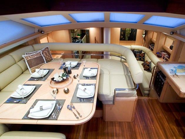 Discover St. Thomas surroundings on this 825 Oyster boat