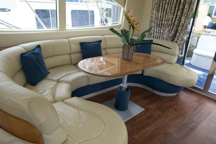 Discover Fort Lauderdale surroundings on this 46 Flybridge Azimut boat
