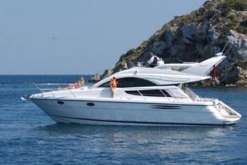 Discover furnari, Messina surroundings on this Phantom 38 Fairline boat
