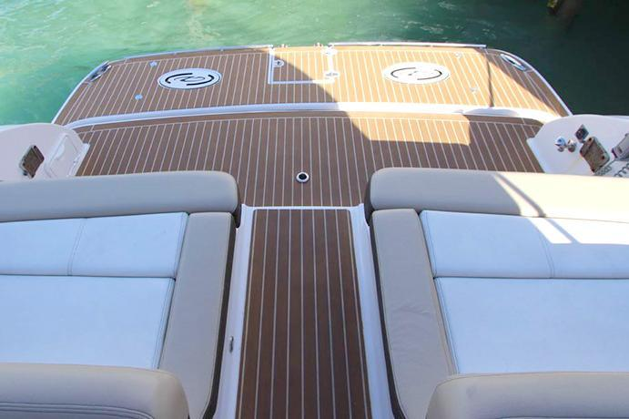Discover Marsh Harbour surroundings on this 3200 Regal boat