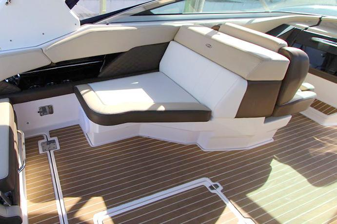 Bow rider boat rental in Harbour View Marina,