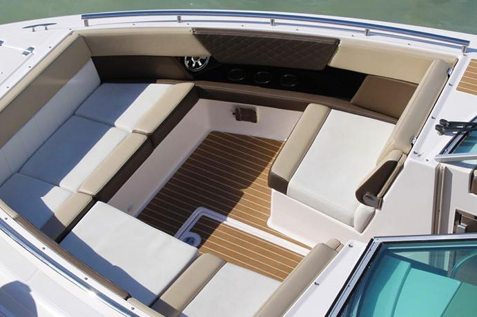 Boat for rent Regal 32.0 feet in Harbour View Marina,
