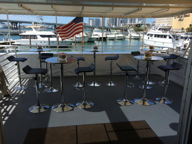 Discover Miami surroundings on this Motor Yacht Skipperliner boat