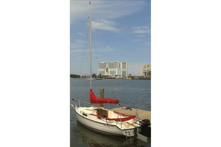 Discover Miami Beach surroundings on this Legacy Com-Pac boat