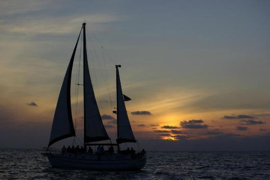 Discover Key Largo surroundings on this Ketch Endeavour boat
