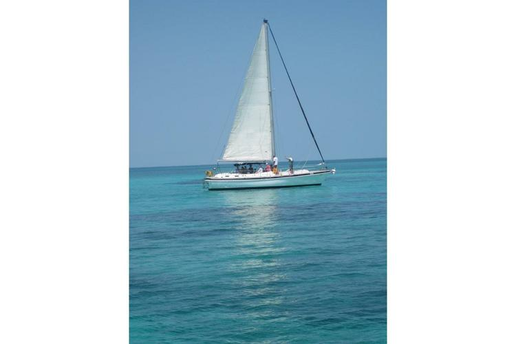 Discover Nassau surroundings on this Out Island 41 Morgan boat