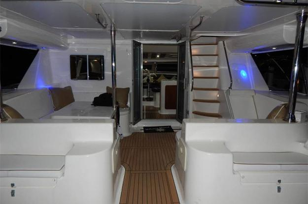 This 42.0' Africat cand take up to 25 passengers around