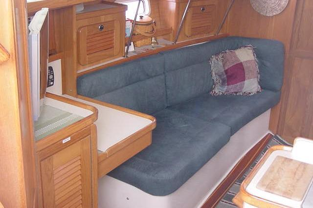 This 34.0' Catalina cand take up to 12 passengers around Redondo Beach
