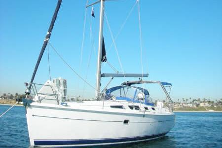 Discover Long Beach surroundings on this 36 Hunter boat