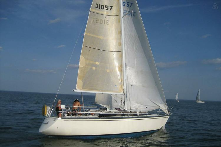 Sleep/Sail on a 35' Yacht in Mystic, Connecticut