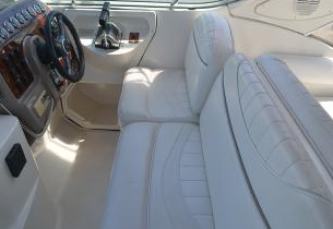 Discover Sea Bright surroundings on this SCR2900 MAXUM boat