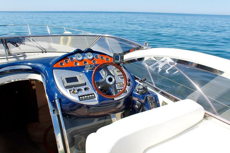 Express cruiser boat rental in Marina de Vilamoura,