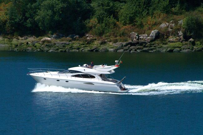 Boating is fun with a Flybridge in Vila Nova De Gaia