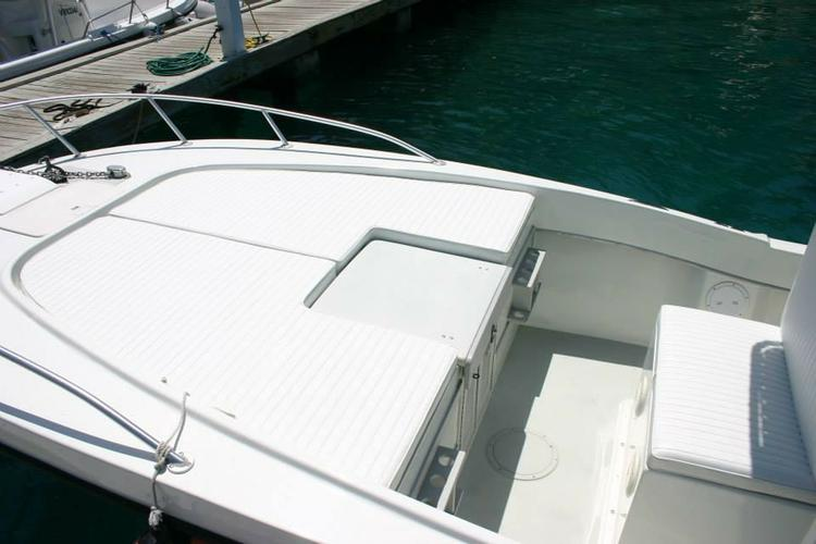 This 26.0' Dusky cand take up to 6 passengers around Tortola