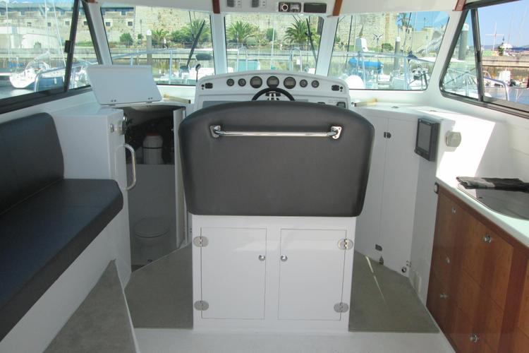 Discover Lisbon surroundings on this 38 Cheetah Marine boat