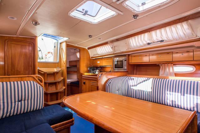Cruiser boat rental in doca de Belém,