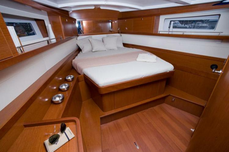 Discover Fort Lauderdale surroundings on this Oceanis 45 Premier Beneteau boat