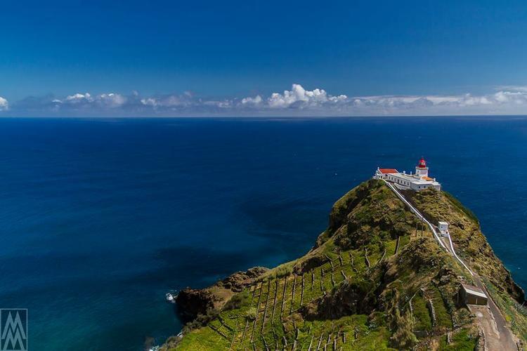 This 48.0' Dufour cand take up to 8 passengers around Ponta Delgada