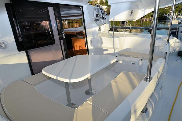 This 40.0' Fountaine Pajot cand take up to 7 passengers around Road Town