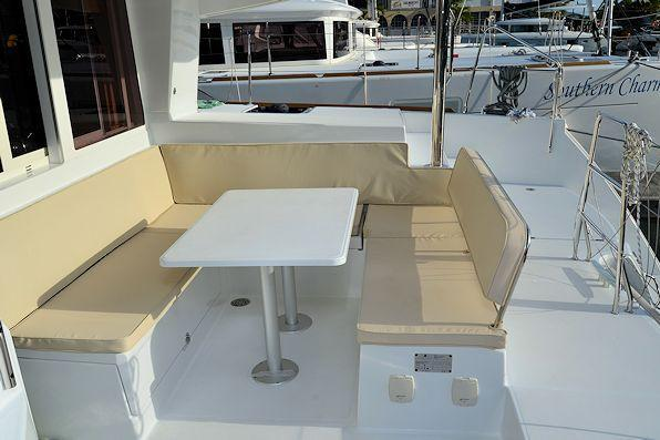 Discover Road Town surroundings on this 400 S2 Lagoon boat