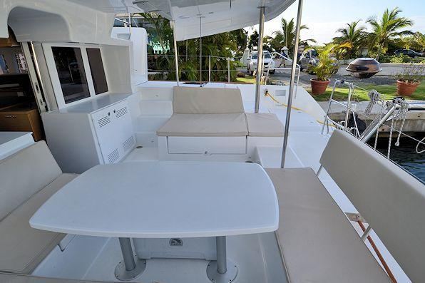 This 45.0' Lagoon cand take up to 10 passengers around Road Town