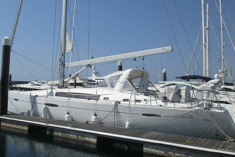 Rent this luxurious sailboat