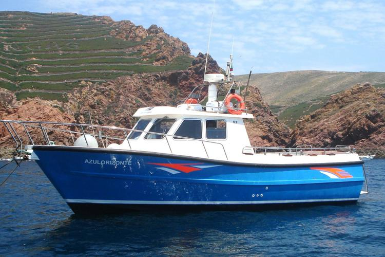 Peniche boat rental sailo peniche pt pilothouse boat 1961 for Fishing boat rental