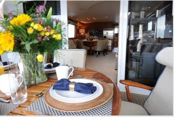 Discover Tortola surroundings on this 75 Hatteras boat
