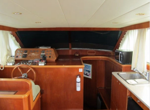 Discover Tortola surroundings on this 48s Horizon boat