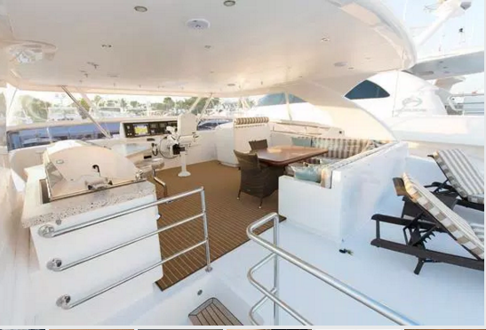 Discover Tortola surroundings on this PC60 Horizon boat