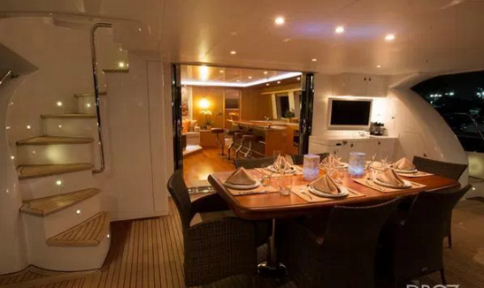 This 59.0' Horizon cand take up to 6 passengers around Tortola