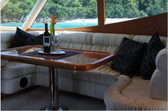 Discover Tortola surroundings on this 60 Horizon boat
