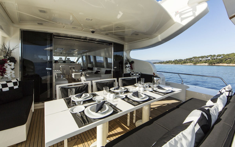 Discover Miami surroundings on this 106 Leopard boat