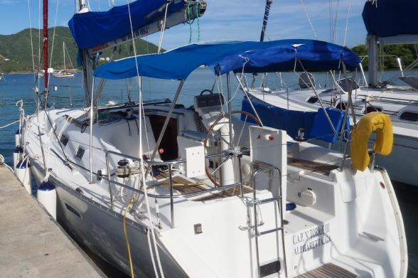Discover Road Town surroundings on this 343 Beneteau boat