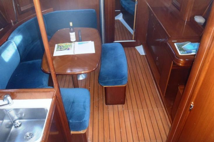 Discover Road Town surroundings on this 393 Beneteau boat