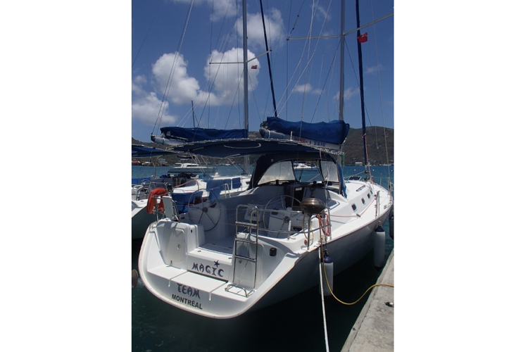 Discover Road Town surroundings on this Cyclades  Beneteau boat