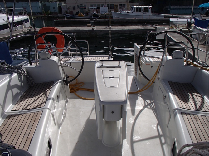 This 50.0' Beneteau cand take up to 8 passengers around Road Town