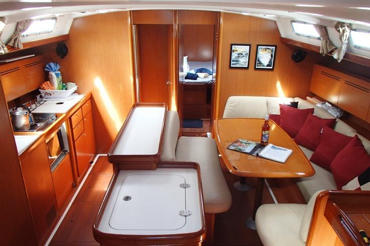 Discover Tortola surroundings on this Cyclades Beneteau boat