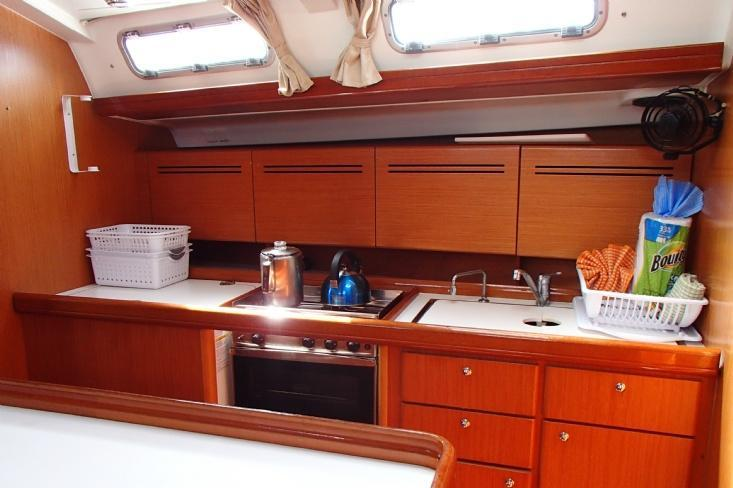 This 50.0' Beneteau cand take up to 8 passengers around Tortola