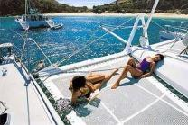Discover Tortola surroundings on this 65 Privilège boat