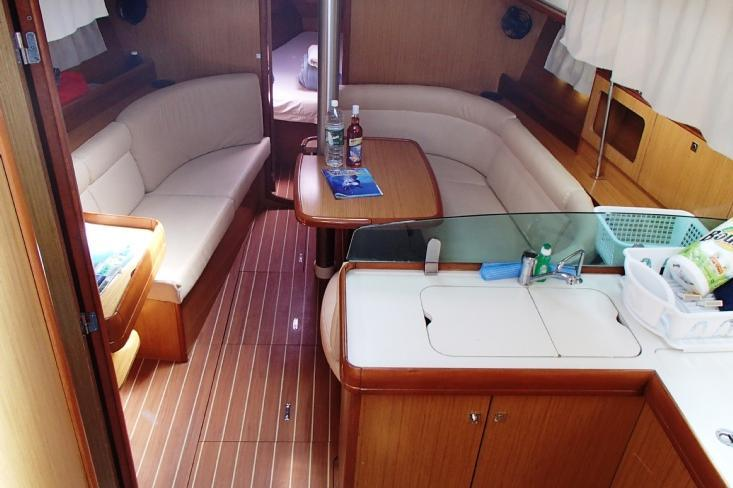 Discover Road Town surroundings on this 36i Jeanneau boat